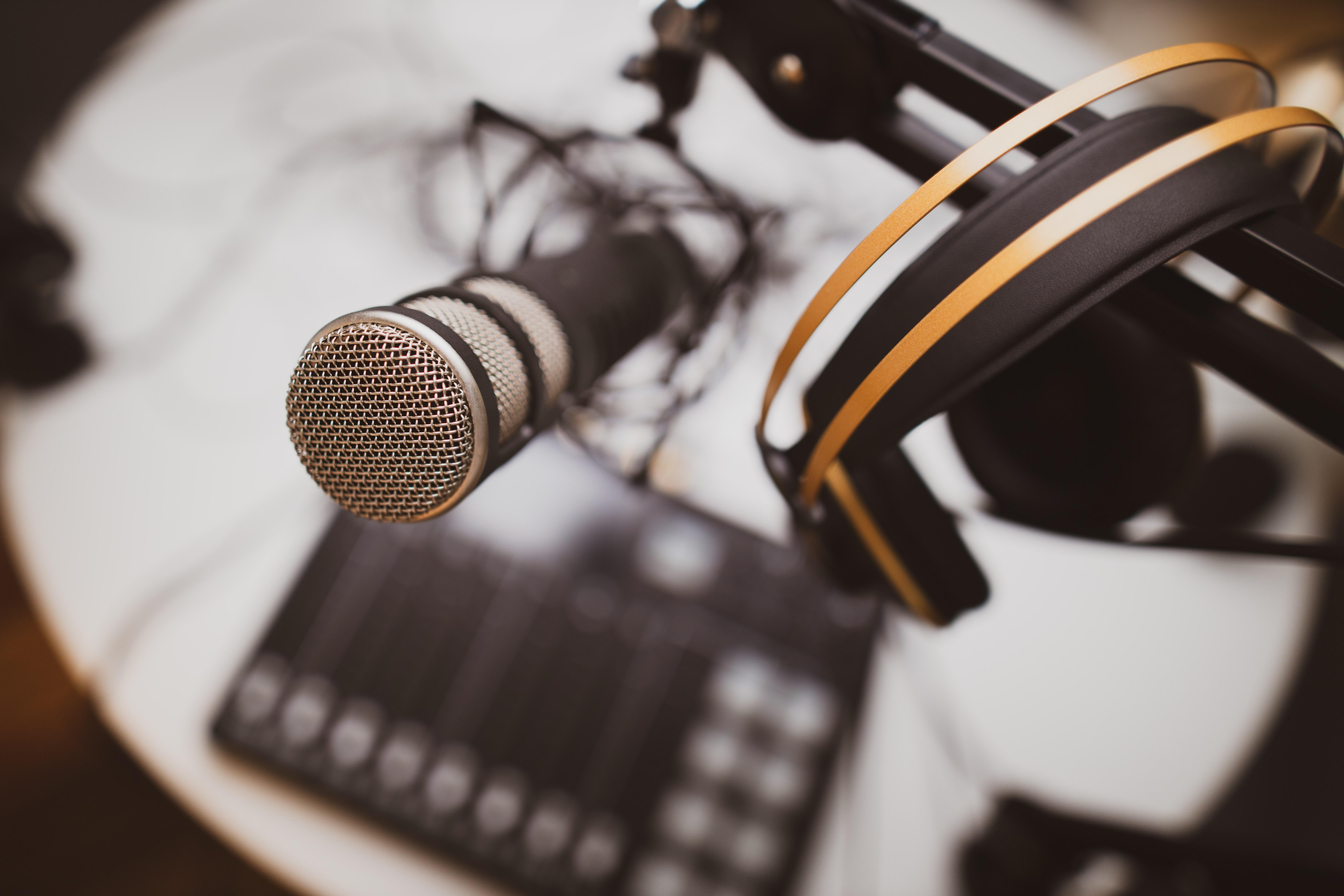 アプリ 音声 配信 ラジオ配信アプリのおすすめ7選!顔出し不要で声だけの配信が可能